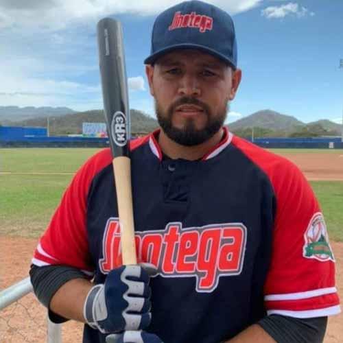 Rafael Estrada actual líder de bateo del Pomares 2021
