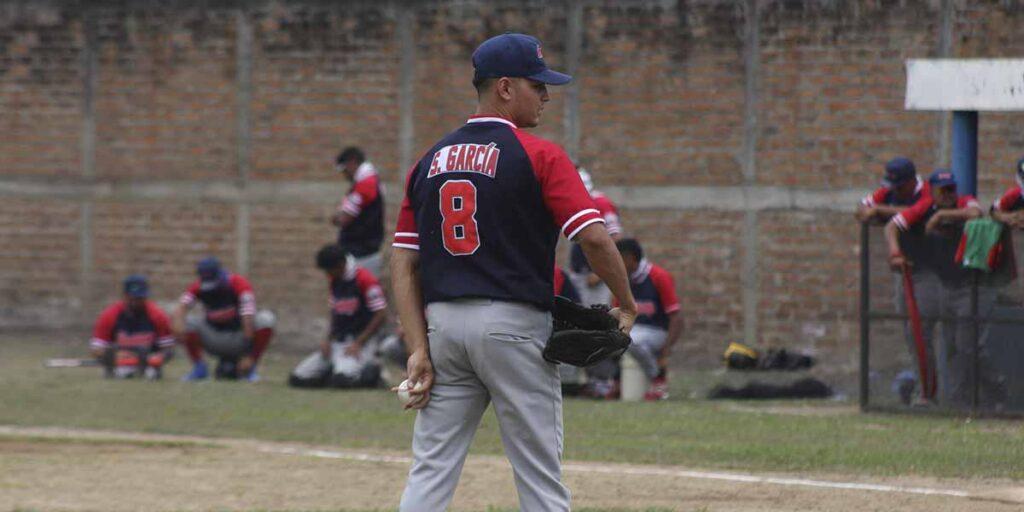 Sheyder García actual líder en ponches del Pomares 2021